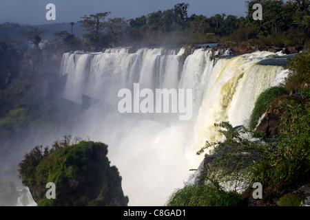 Vue sur les chutes d'Iguaçu du côté argentin, UNESCO World Heritage Site, Argentine Banque D'Images