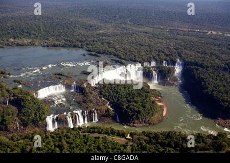 Vue sur les chutes d'Iguaçu depuis un hélicoptère, UNESCO World Heritage Site, Brésil Banque D'Images
