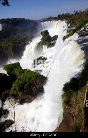 Vue sur les chutes d'Iguaçu du côté argentin, Argentine Banque D'Images