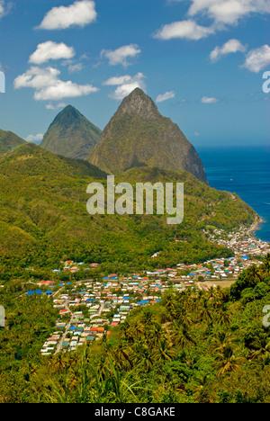 Les Pitons, Site du patrimoine mondial de l'UNESCO, la Soufrière, Sainte-Lucie, îles du Vent, Antilles, Caraïbes, Banque D'Images