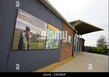 Duxford Imperial War Museum, Cambridge, UK, Octobre 2011: Porte d'entrée de l'extérieur Banque D'Images