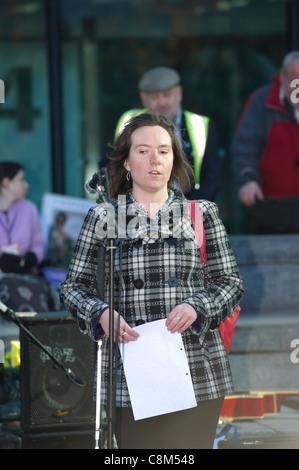 Ellie Southwood, RNIB fiduciaire et militante contre les réductions proposées à la Disability Living Allowance, Banque D'Images