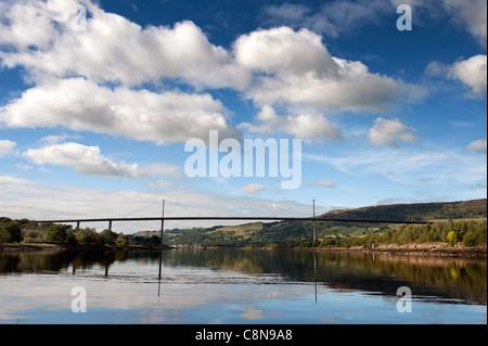 Vue de la Erskine Bridge sur la rivière Clyde, sur la côte ouest de l'Écosse. Banque D'Images