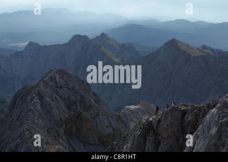 Vue depuis le sommet du Mont Triglav (2 864 m) dans les Alpes Juliennes, en Slovénie. Banque D'Images