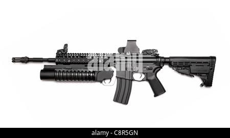 Spec Ops US M4A1 carabine d'assaut avec RIS/RAS, lance-grenades et tactique vue holographique. Isolé sur un fond Banque D'Images