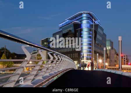 Kronprinzen bridge par Santiago Calatrava, Spree Eck, l'architecture moderne, Berlin, Allemagne Banque D'Images
