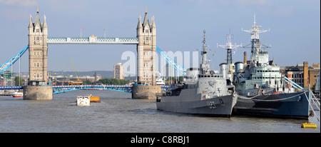 Navires de la Tamise à Londres de piscine Brésil une frégate canadienne U27 avec Imperial War Museum croiseur HMS Banque D'Images