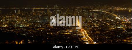 San Francisco Californie Cityscape at Night avec Bay Bridge at Night Panorama