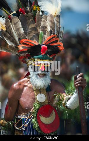 Artistes de Tribal Hagen à chanter-sing - Mt Hagen Show en hautes terres de l'ouest de la Papouasie-Nouvelle-Guinée Banque D'Images