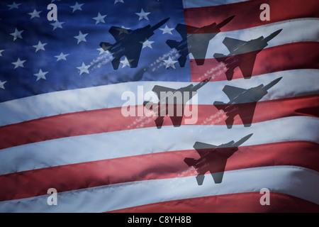 Close-up de drapeau américain avec des silhouettes d'avions F-16