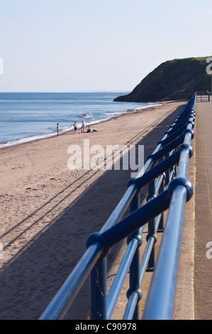 Northumberland - Spittal beach, au sud de Berwick-on-Tweed, ville de bord de mer. Promenade des garde-corps. Banque D'Images