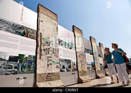 Exposition sur le mur de Berlin Potsdamer Platz, Berlin, Allemagne Banque D'Images