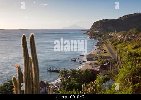 Les Pays-Bas, Oranjestad, Saint-Eustache, île des Antilles néerlandaises. Oranjestad Bay et la Basse-ville de fort. Saba Island.