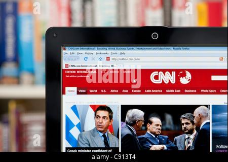 Le site web de CNN tourné contre un meuble en arrière-plan (usage éditorial uniquement: -Print, télévision, e-book et le comité éditorial du site).