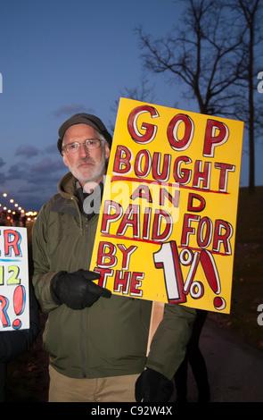 Auburn Hills, Michigan - les gens à l'extérieur du piquet débat présidentiel républicain à Oakland University.