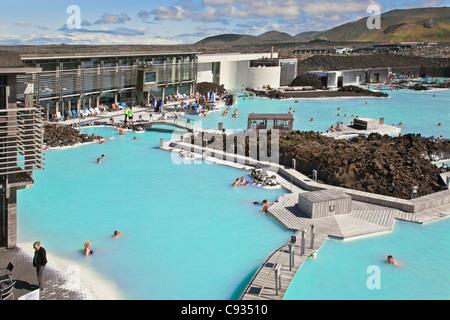 Le spa géothermal blue lagoon dans le sud-ouest de l'Islande est les îles plus unique et très populaire. Banque D'Images