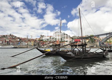 Rebelo bateaux dans le fleuve Douro (Porto, Portugal) Banque D'Images