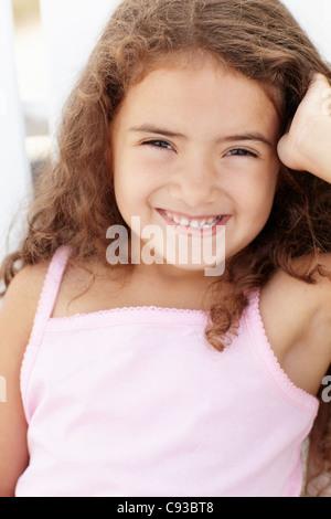 Portrait petite fille à l'extérieur Banque D'Images