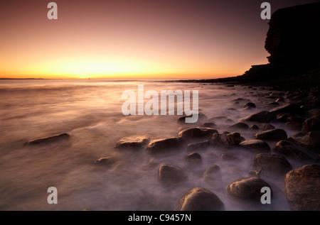 Coucher du soleil à Nash Point, la côte du Glamorgan, Pays de Galles du Sud Banque D'Images