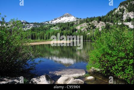 Sommet de montagne reflète dans Silver Lake, Utah Banque D'Images