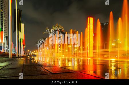 Entrée principale du centre commercial de Dubaï, le plus grand mall, le centre-ville de Dubai, Dubaï, Émirats arabes Banque D'Images