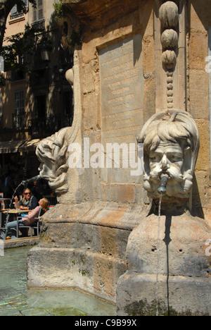 Fontaine à la place de l'Hôtel de Ville à Aix-en-Provence, Provence, France Banque D'Images
