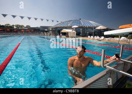 Le nageur américain Michael Phelps, dans une session de formation de Vichy avec les Jeux Olympiques de 2012 à l'esprit Banque D'Images