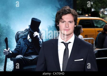 Benjamin Walker aux arrivées d'ABRAHAM LINCOLN : VAMPIRE HUNTER Premiere, AMC Loews Lincoln Square Theatre, New Banque D'Images