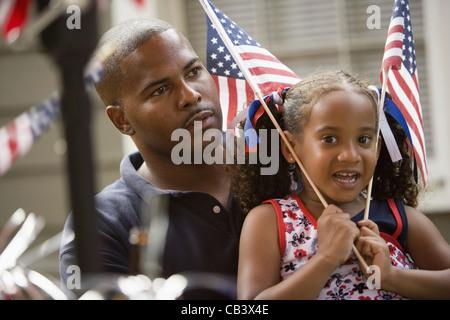 Avec Père fille forme US flag Banque D'Images