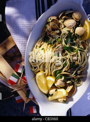 Spaghetti avec sauce aux moules (Spaghetti alle vongole) Banque D'Images