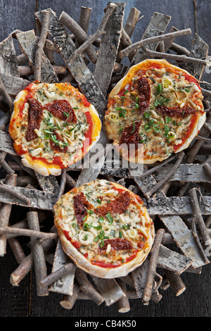 Pizza garnie de fromage cottage et Gartenkraeuter Banque D'Images