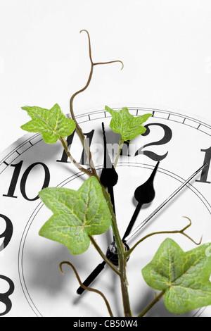 Réveil et Ivy, concept de temps Banque D'Images