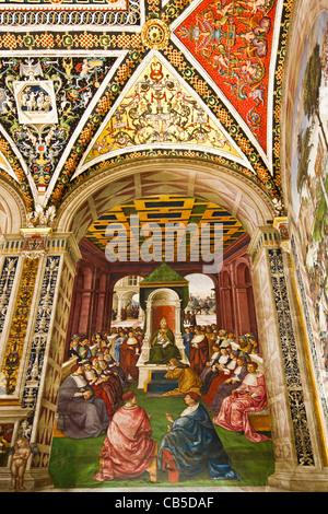 Fresque 4: 'hommage au Pape Eugène IV dans le nom de l'empereur Frédéric III' par Pinturicchi - Bibliothèque Piccolomini, Banque D'Images