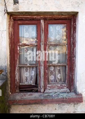 Vieille Fenêtre avec cadre en bois Banque D'Images