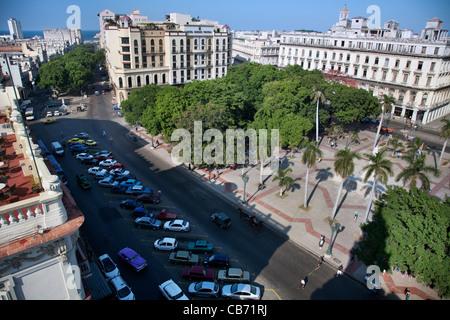 Vue depuis le toit de la Teatro Nacional de Cuba pour le Parque Central, La Havane (La Habana, Cuba) Banque D'Images