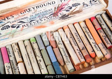 L'art, fort colorés d'artistes pastels craie utilisé Banque D'Images