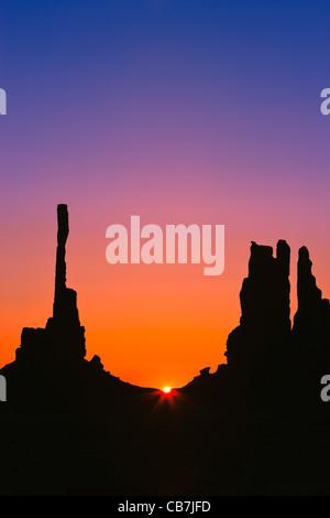 Totem au lever du soleil, Monument Valley, Utah - Arizona Banque D'Images