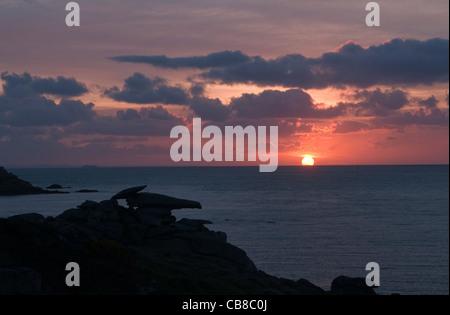 Lever de soleil sur l'Peninnis pointe sur St Marys Îles Scilly en Avril