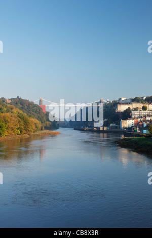 La rivière Avon et le pont suspendu de Clifton en haute marée de vive-eau. Bristol. L'Angleterre. UK.