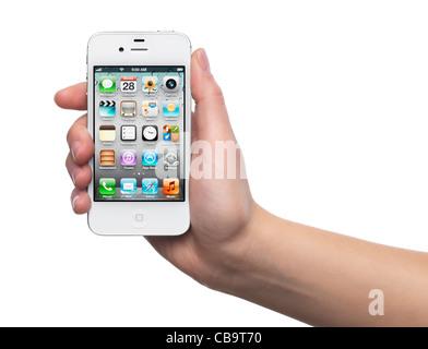 Apple iPhone 4S blanc smartphone dans une main. Isolé sur fond blanc. Banque D'Images