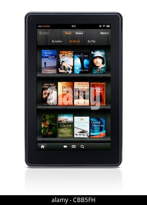 Amazon Kindle Fire tablet computer e-book reader afficher étagère isolé sur fond blanc Banque D'Images