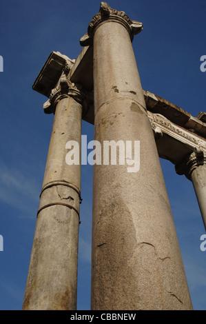 L'Italie. Rome. Temple de Saturne. 498 BC. Forum romain. Banque D'Images
