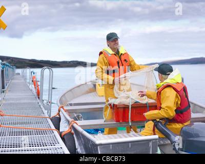 Amener les pêcheurs à capturer à partir de la voile Banque D'Images