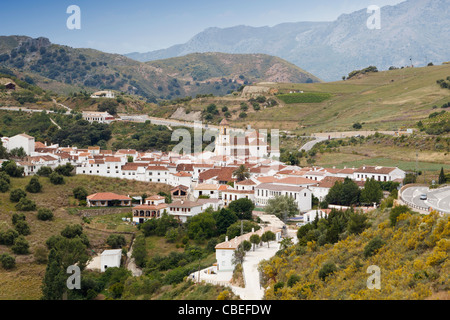 Village blanc de Atajate, la province de Malaga, Espagne. Banque D'Images