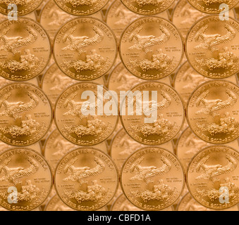 Les pièces d'une once d'Aigle d'or dans un des produits et de l'empiler sur chaque ligne