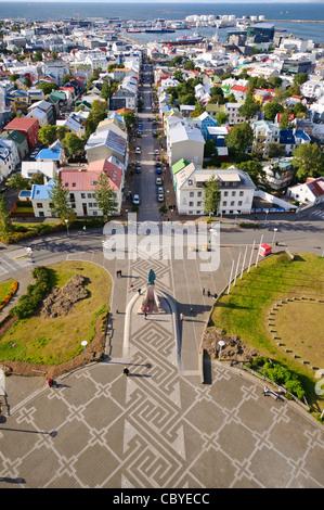 Vue depuis le clocher de l'église Hallgrímskirkja, Reykjavik, Islande. Banque D'Images