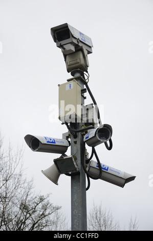 Caméras de sécurité CCTV en gare à la périphérie de la partie sud de Glasgow Banque D'Images