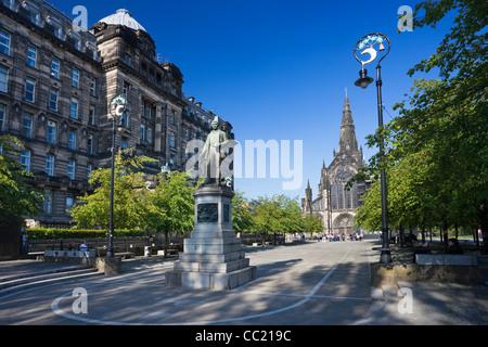 Statue de David Livingstone et la cathédrale de Glasgow Banque D'Images