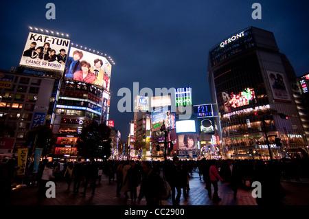 Croisement de Shibuya by night - Tokyo (Japon) Banque D'Images