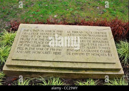 Monument à l'entrée de Taluyers cimetière militaire, la France, où le poète de la Première Guerre mondiale Edward Banque D'Images